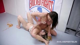 Ariel X Lesbičky Zápas Vs Červený Srpna Strapon Kurva pro poražené