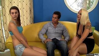 Mandy Lovely y Talon le dieron una propina Babysitter Brooke Van Buren con una polla dura y un coño querido