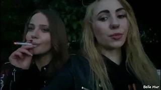 Lesbijskie ruchanie na świeżym powietrzu w ogrodzie ze Stasią Si
