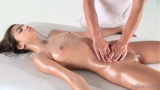 Nika Nikola – Primo massaggio sessuale
